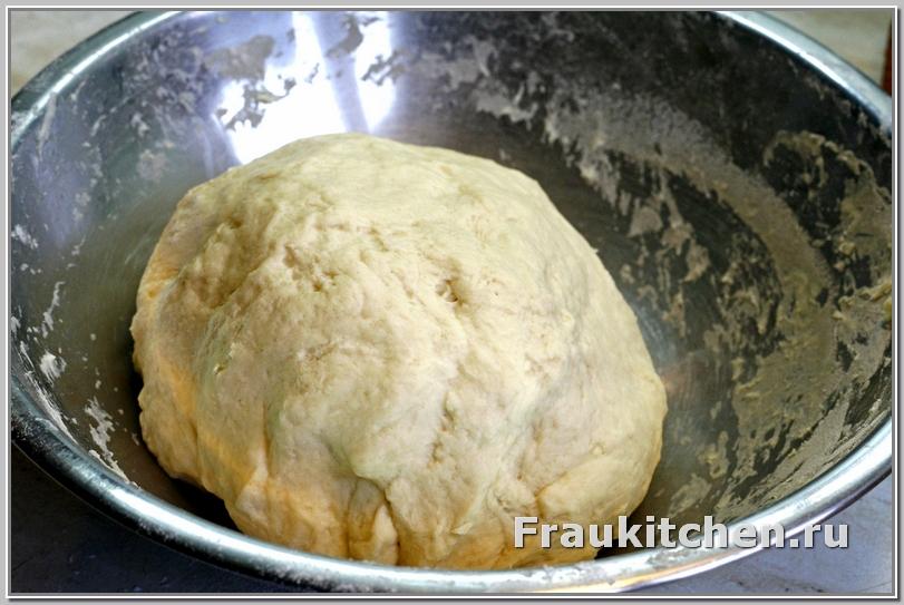 Отправить тесто в холодильник на полчаса