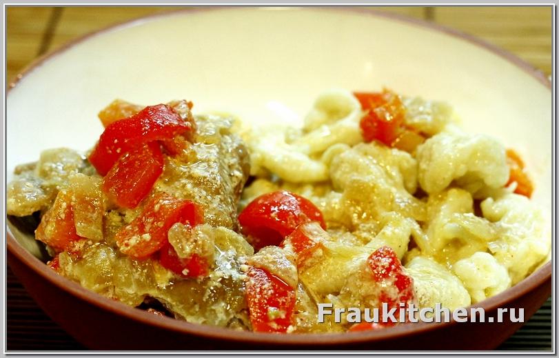 Галушки с курицей в сметанном соусе