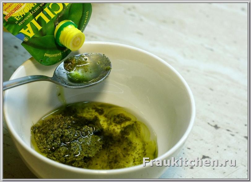 Кислинка лимонного сока очень уместна в песто