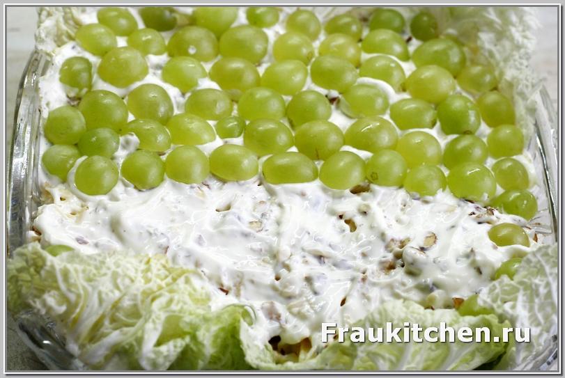Чем плотнее лежат виноградинки, тем красивее выглядит салат Тиффани