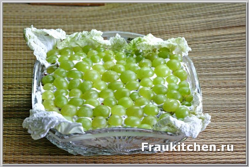 Готовый салат Тиффани в хрустальном салатнике
