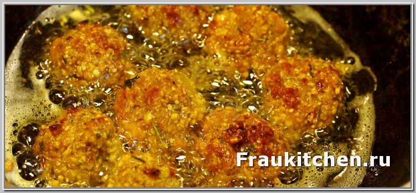 Фалафель очень хорошо впитывает масло, следите за уровнем масла