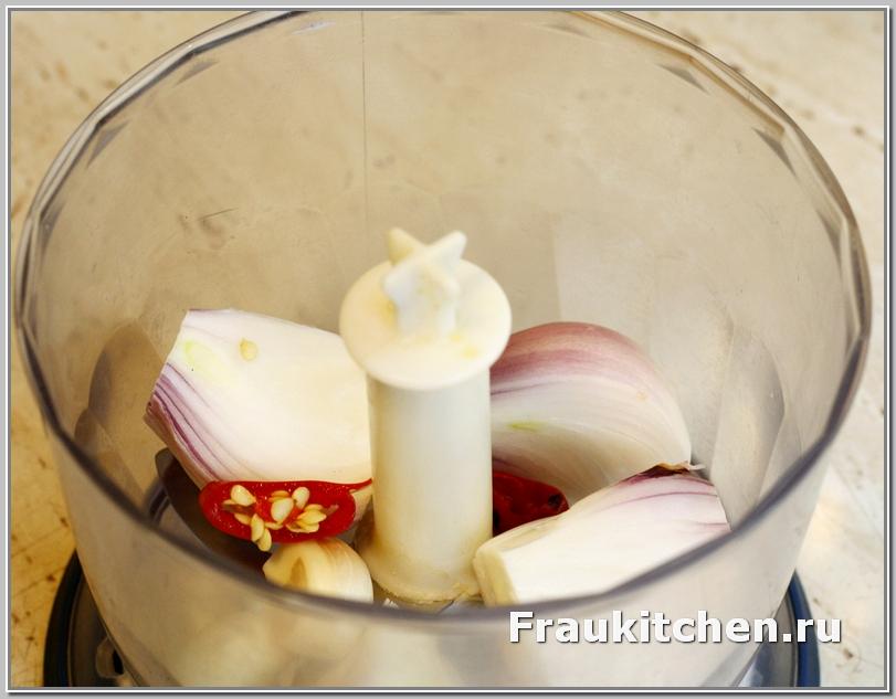 Блендер поможет измельчить лук и чеснок