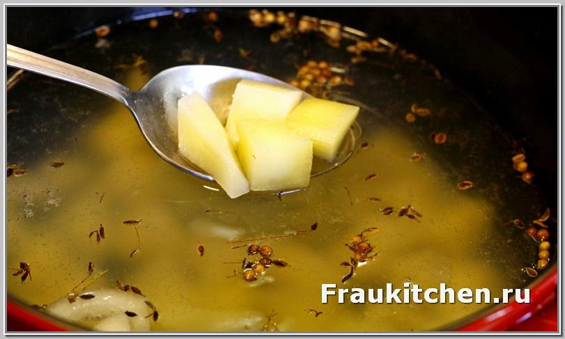 Картошку порезать кубиками