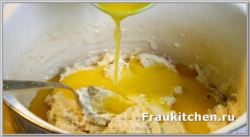 Масло добавляет куличу сдобы