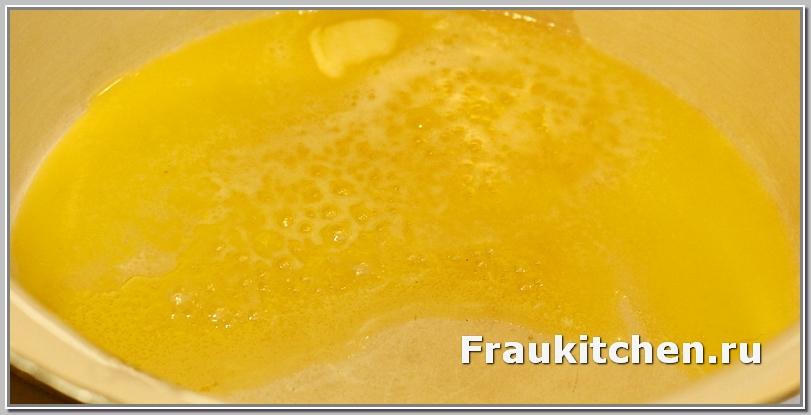 Сливочное масло сделает глазурь пластичной