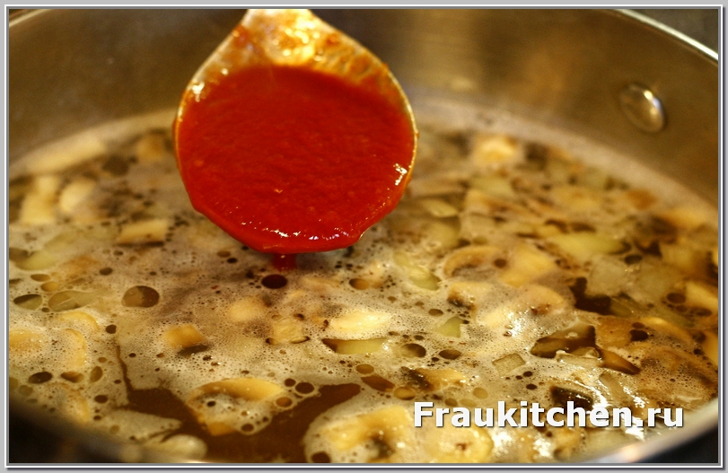 Вместо кубанского соуса можно добавить томатную пасту