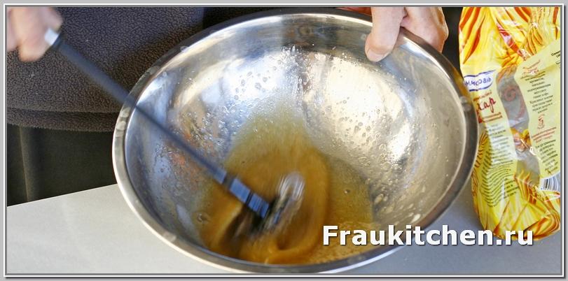 Взбивать яйца для кекса можно и миксером