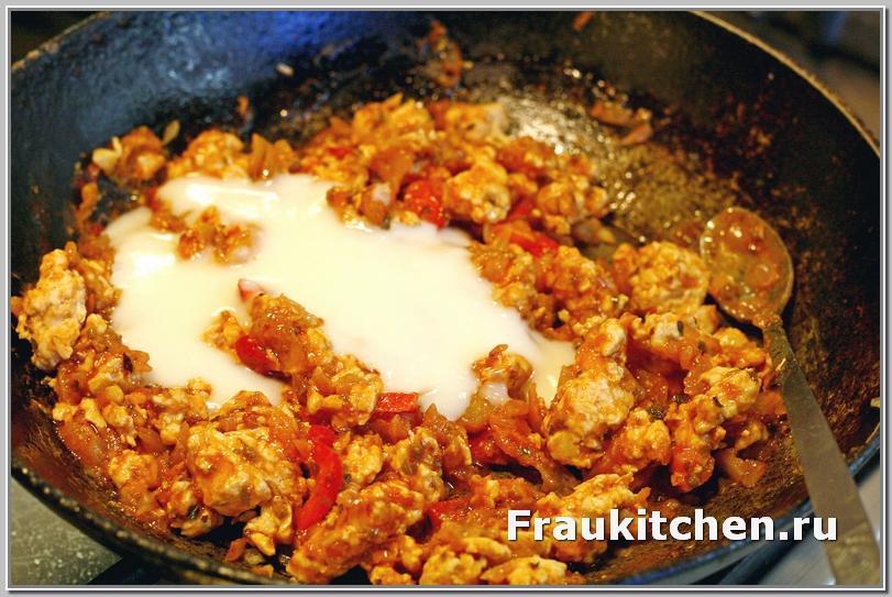 Добавим соус бешамель и начинка для лазаньи с курицей готова