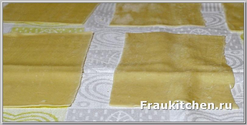 Готовые листы слегка подсушить на льняной салфетка