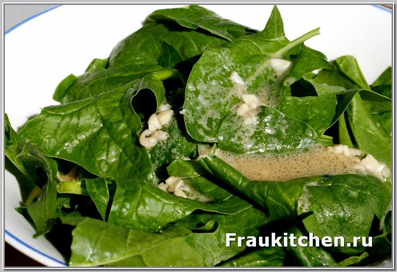 Большие листья шпината порвать на части