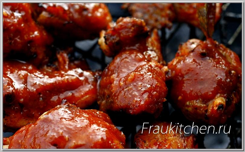 При карамелизировании куриных ножек следить чтобы сахар не подгорел