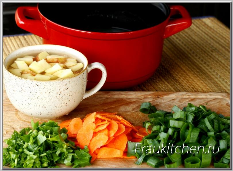 С молодой картошкой сливочный суп из форели особенно хорош