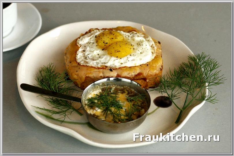 горячие бутерброды с соусом бешамель и жульен