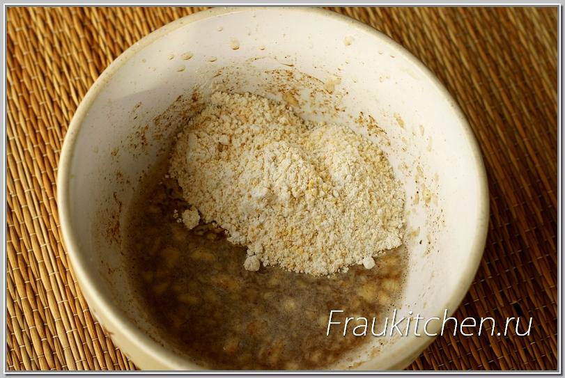 Выровнять густоту кляра легко пшеничной мукой