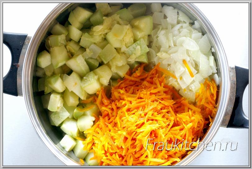 Обращаю ваше внимание: морковь для кабачковой икры должна быть очень мягкой