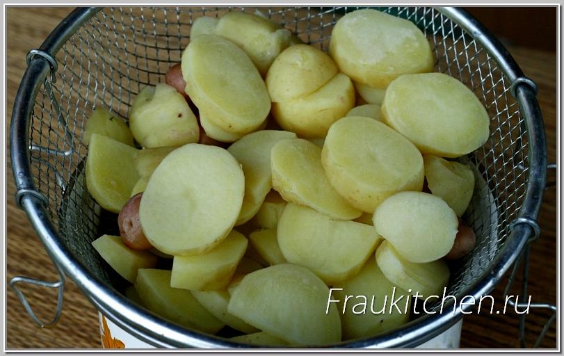 картофель достаточно припустить в воде минут пять
