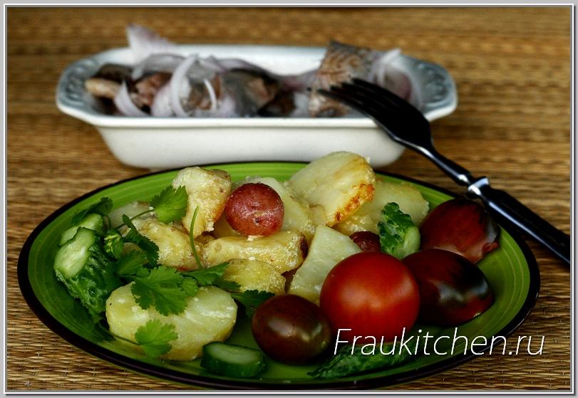 Молодой картофель со сметаной хорош и как гарнир, и как самостоятельное блюдо