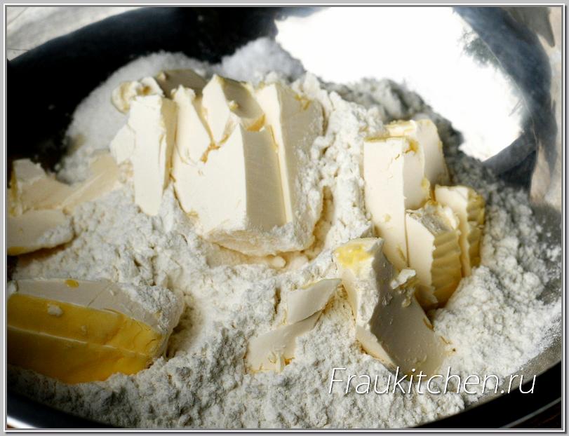 Для тыквенного пирога подходит рубленное слоеное тесто