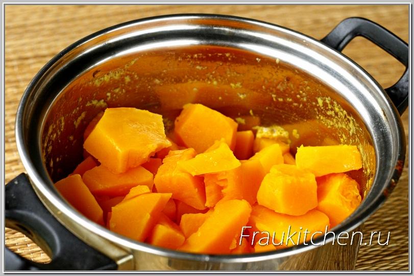 У ореховой тыквы ярко-оранжевая мякоть