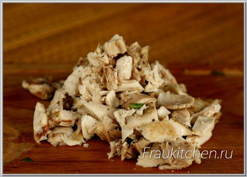 Для салата подходит любая курица: отварная, копченая, запеченная. Вкус у всех хорош