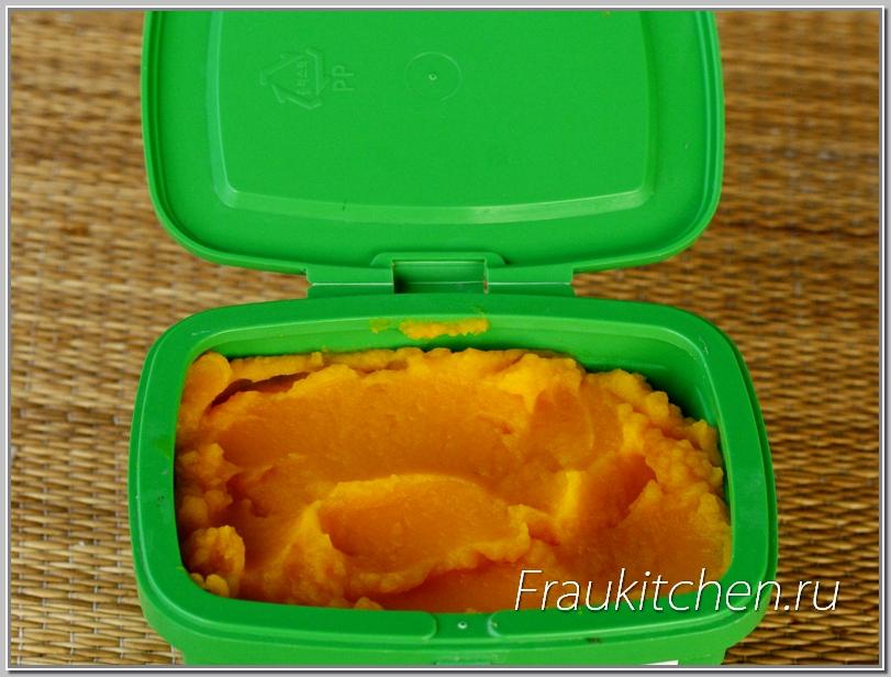 Хранить тыквенное пюре удобно в порционных контейнерах