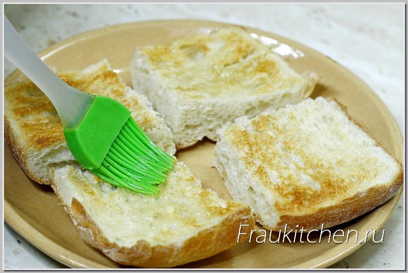 Для усиления аромата масло наносим на горячие тосты