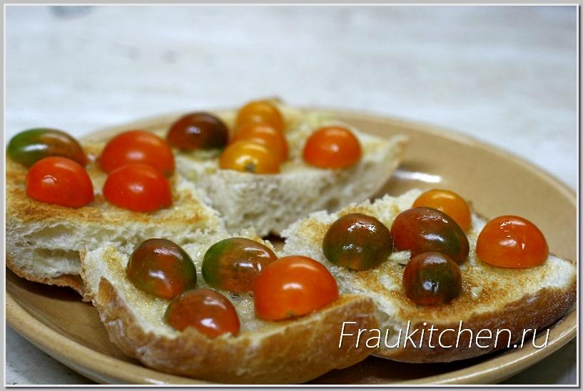 Сладкие черри идеальны для сырных тостов